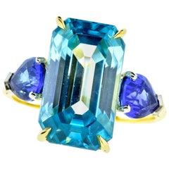 Platinum, 18 Karat, Sapphire and Fine Natural Zircon, Pierre/Famille