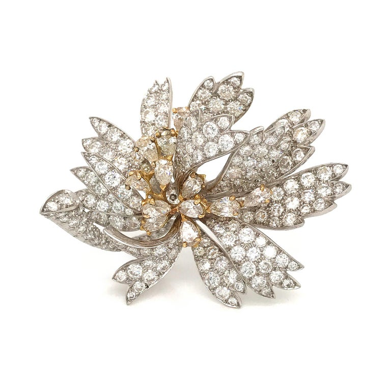Platinum 18 Karat Yellow Gold Diamond Floral Pin Brooch In Excellent Condition For Sale In New York, NY