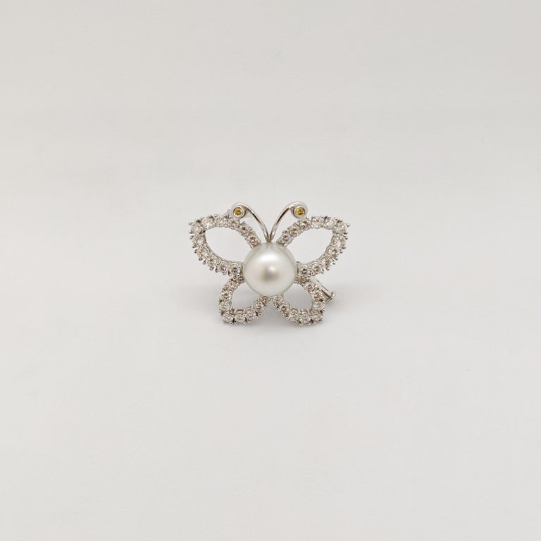 This lovely Butterfly brooch is  prong set round brilliant Diamonds. The 2 aatennae have bezel set diamonds. The center of the brooch is a 11.3 mm South Sea Pearl. The butterfly measures 1.25