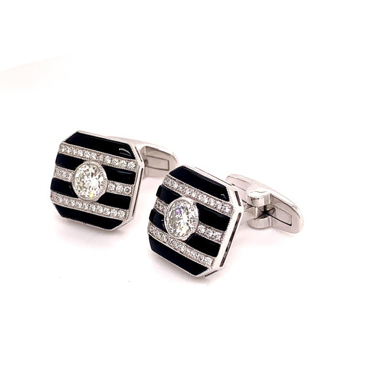 Platinum 2.50 Carat Round Center Diamond and Onyx Cufflinks In New Condition For Sale In New York, NY