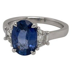 Platinum 3.09 Carat Oval Ceylon Sapphire & Diamond Ring