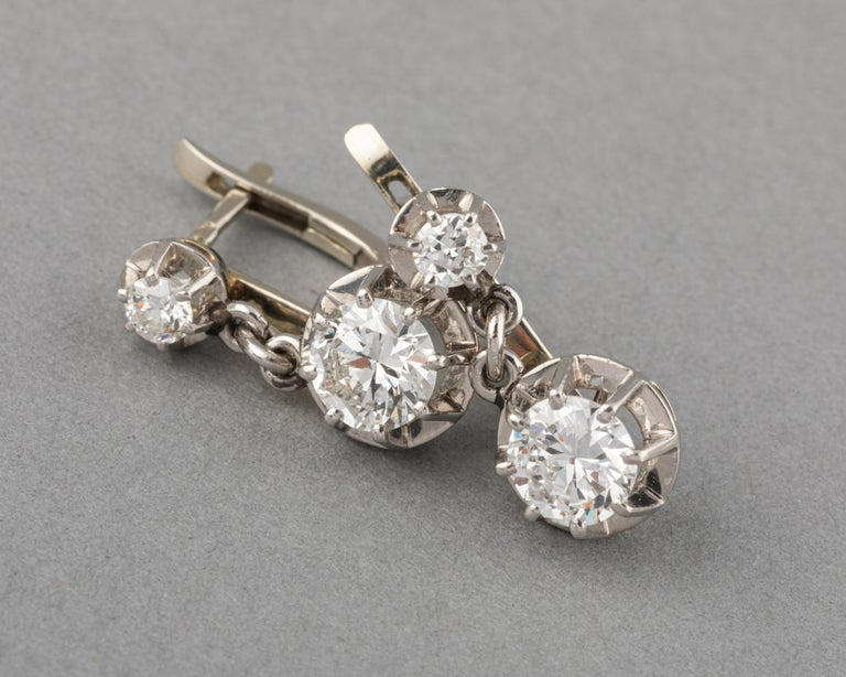 Very beautiful pair of earrings, made in France circa 1930. The two principal diamonds weights 0.70 carats each, they are good quality, white and clear. Transitionnal cut, nearly modern. The other little diamonds weights 0.10 carats each. Made in