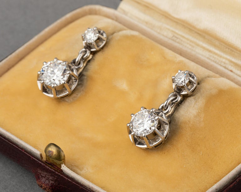 Women's Platinum and 1.60 Carat Diamonds French Art Deco Earrings For Sale