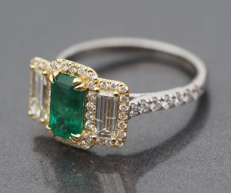 Women's or Men's Platinum and 18 Karat Gold 1.06ct Emerald Ring with Baguettes and Round Diamonds