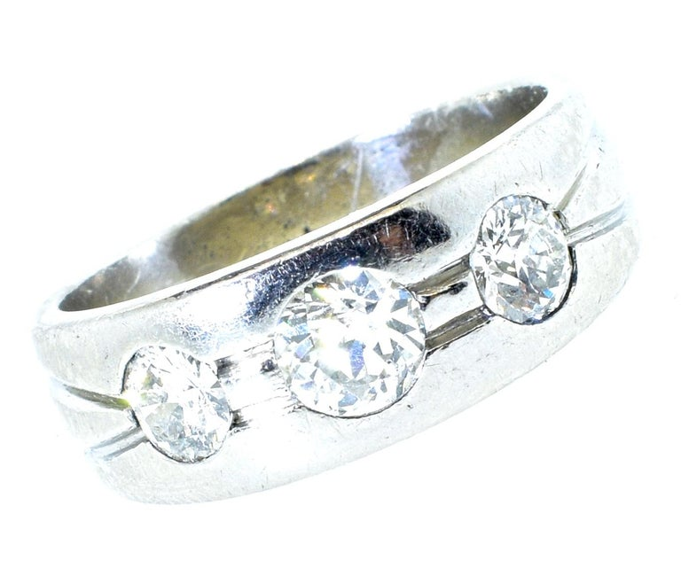 Platinum and Diamond Band Ring, Art Deco, circa 1935 In Excellent Condition For Sale In Aspen, CO