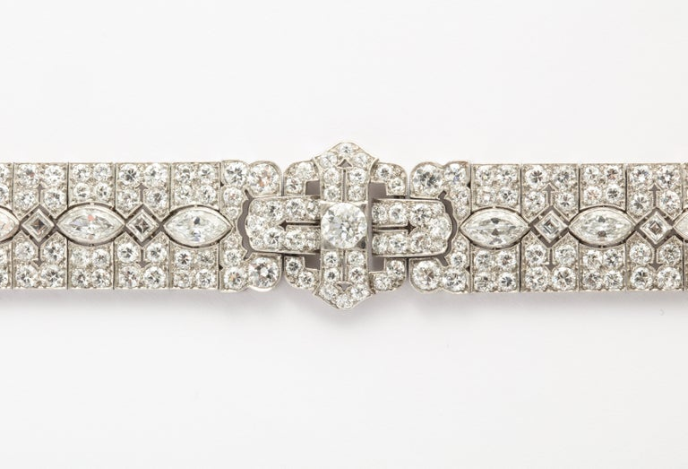 A lovely and wearable platinum & diamond Art Deco period bracelet with 18KYG clasp by Tiffany & Co., circa 1925. The estimated weight of the diamonds is 16.50 carats, conservatively. The quality of the diamonds appear to be H-I color and VS1-SI1