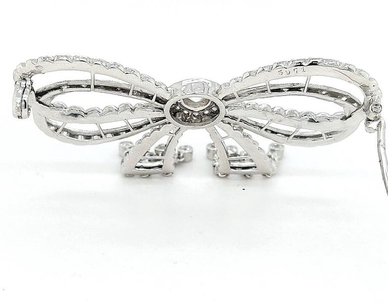 Platinum Artdeco Bowknot Diamond Brooch with Dangling Diamonds For Sale 6