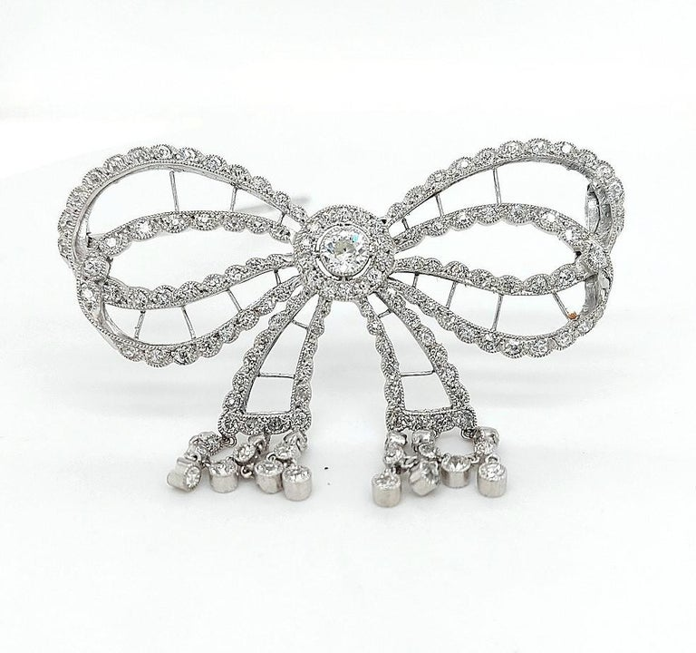 Platinum Artdeco Bowknot Diamond Brooch with Dangling Diamonds For Sale 1