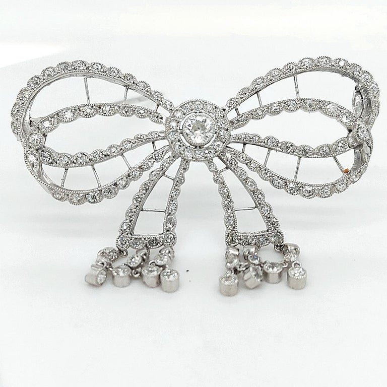 Platinum Artdeco Bowknot Diamond Brooch with Dangling Diamonds For Sale 3