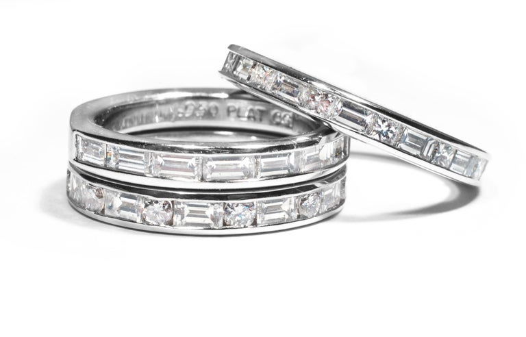 Platinum Baguette Shape Diamond Eternity Band with Old Master Engraving In New Condition For Sale In New York, NY