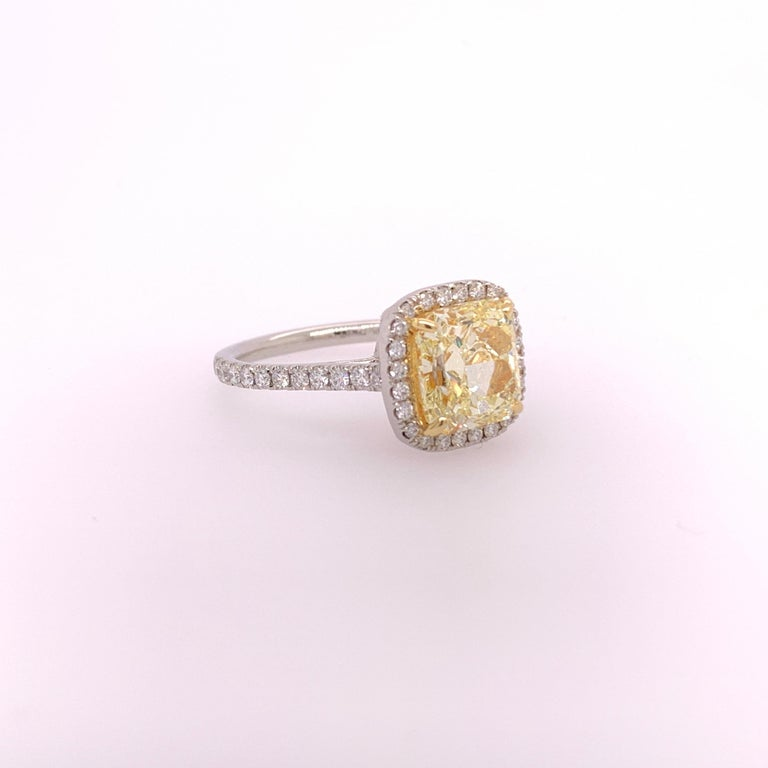 Modern Platinum Canary Ring Radiant Cut 2.64 Carat GIA Natural Fancy Yellow Diamond For Sale
