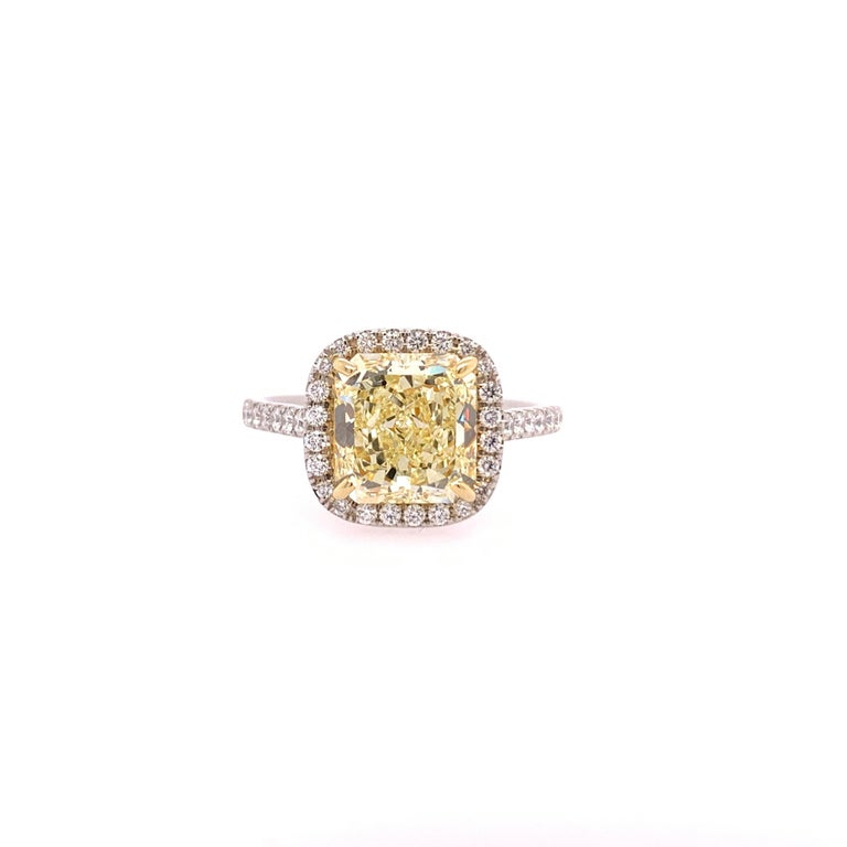 Platinum Canary Ring Radiant Cut 2.64 Carat GIA Natural Fancy Yellow Diamond In Excellent Condition For Sale In Los Angeles, CA