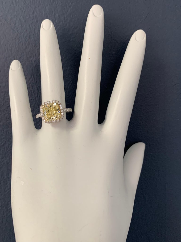 Platinum Canary Ring Radiant Cut 2.64 Carat GIA Natural Fancy Yellow Diamond For Sale 2