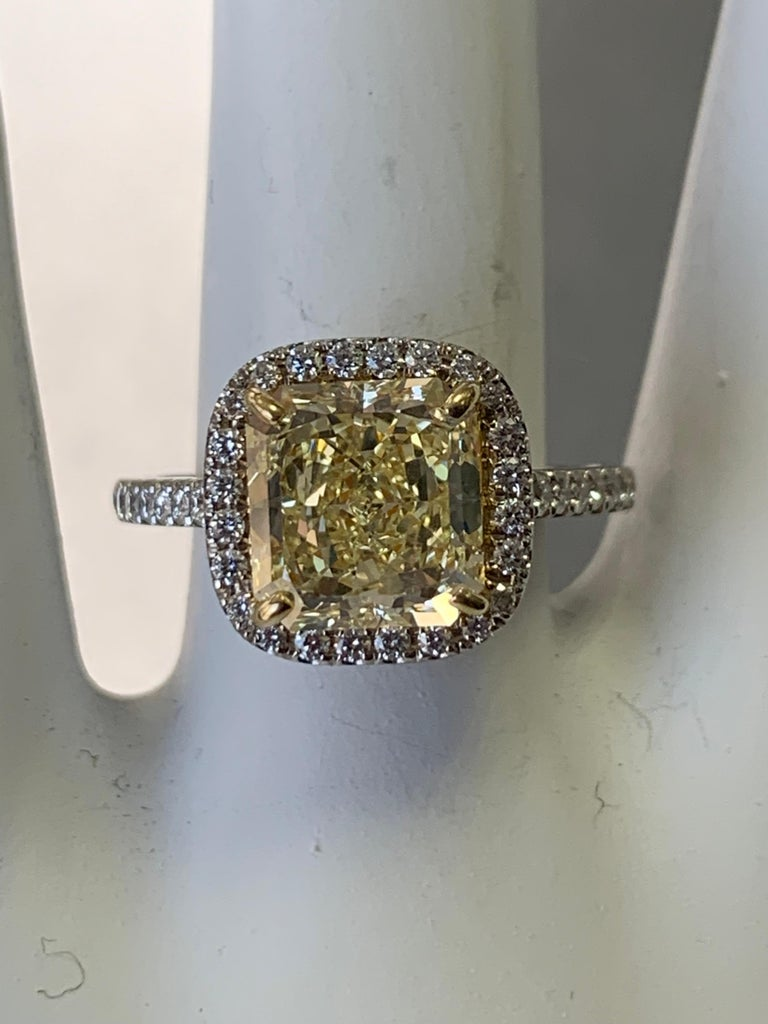 Platinum Canary Ring Radiant Cut 2.64 Carat GIA Natural Fancy Yellow Diamond For Sale 3