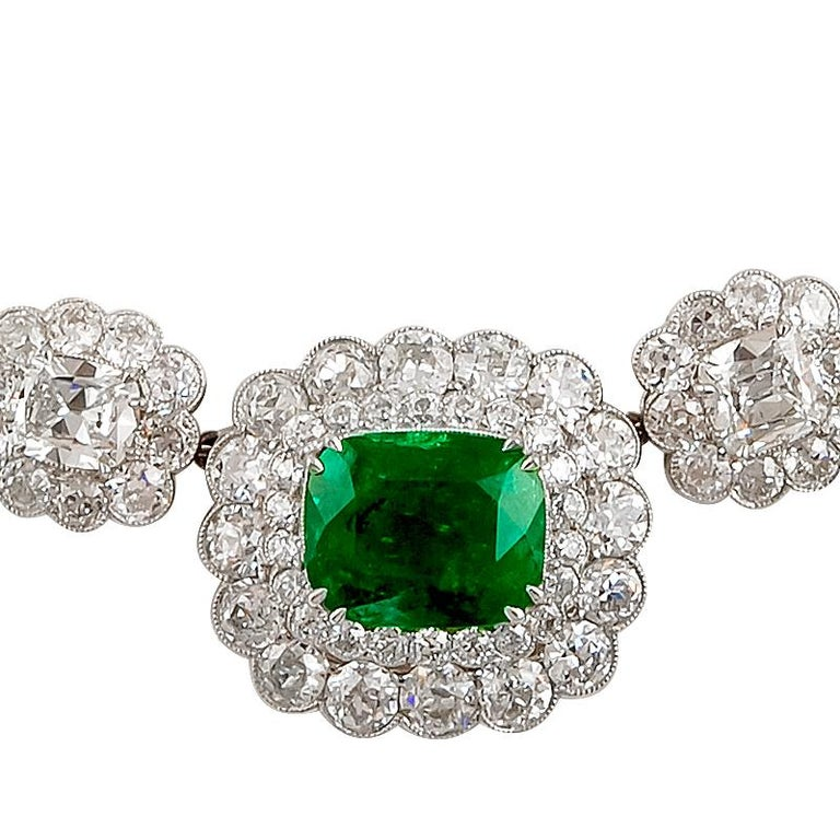 Magnificent Emerald Diamond Cluster Necklace In Good Condition For Sale In New York, NY