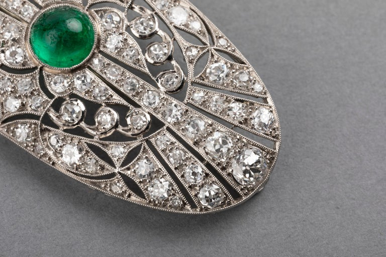 Women's Platinum Emerald and 3.50 Carat Diamonds French Art Deco Brooch For Sale