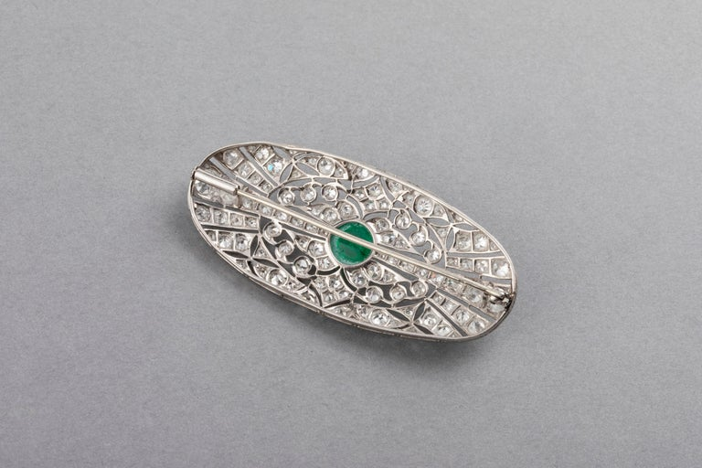 Platinum Emerald and 3.50 Carat Diamonds French Art Deco Brooch For Sale 2