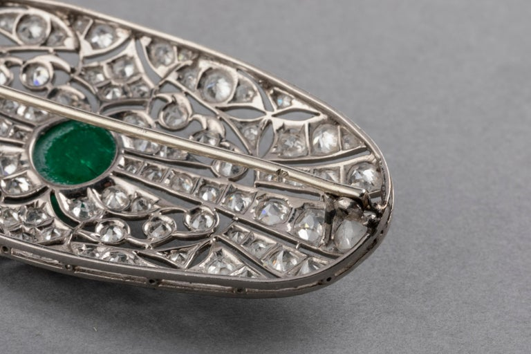 Platinum Emerald and 3.50 Carat Diamonds French Art Deco Brooch For Sale 3