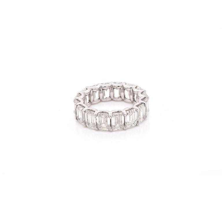 Platinum Emerald Cut Diamond Eternity Band In Excellent Condition For Sale In Scottsdale, AZ