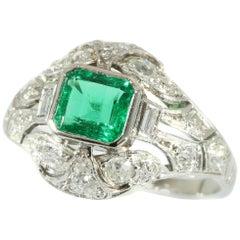 Nachlass Verlobungsring aus Platin mit Diamanten und prächtigem kolumbianischem Smaragd
