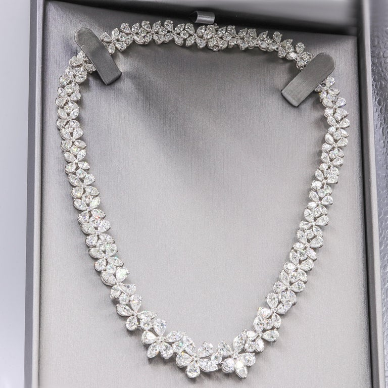 Platinum Flower Diamond Necklace In New Condition For Sale In New York, NY