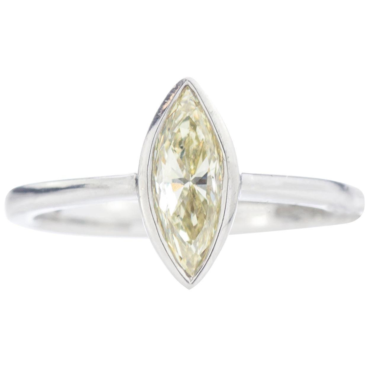 Platinum Ladies Ring with Marquise Brilliant Diamond