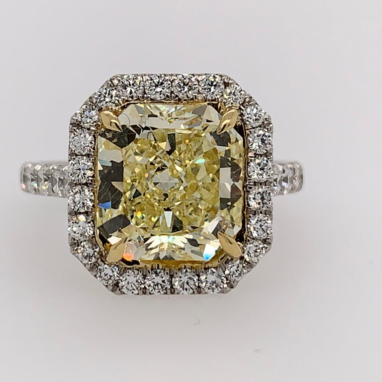 Platinum Ring 4.05 Carat GIA Internally Flawless Radiant Natural Fancy Yellow In Good Condition For Sale In Los Angeles, CA