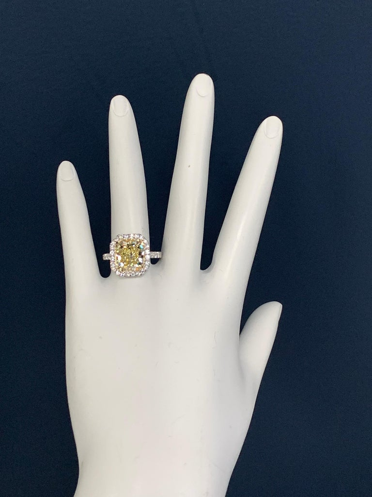 Platinum Ring 4.05 Carat GIA Internally Flawless Radiant Natural Fancy Yellow For Sale 1