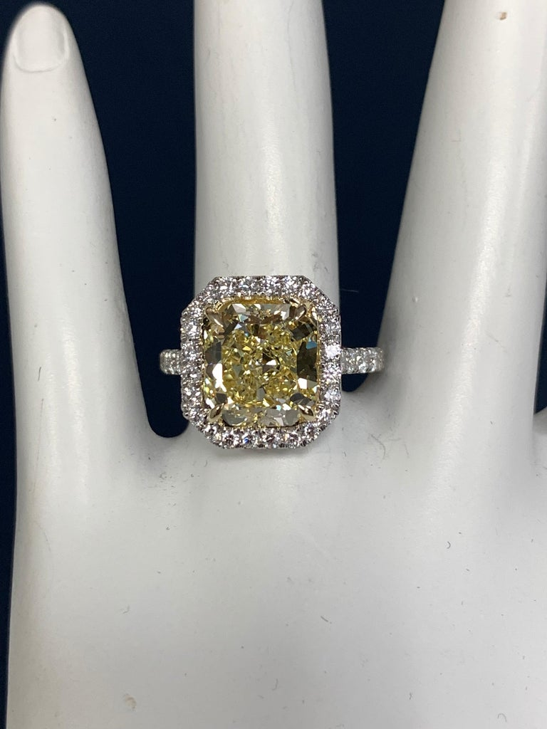 Platinum Ring 4.05 Carat GIA Internally Flawless Radiant Natural Fancy Yellow For Sale 2