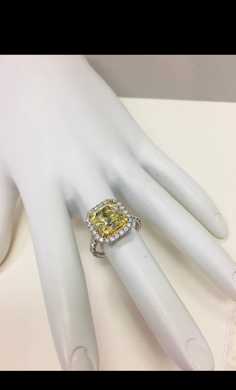 Platinum Ring 4.05 Carat GIA Internally Flawless Radiant Natural Fancy Yellow For Sale 3