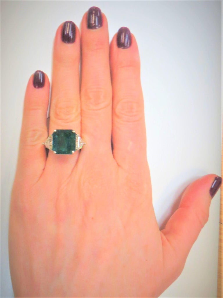 Columbian Emerald Cut Emerald and Triangular Diamond Platinum Ring In New Condition For Sale In Chicago, IL