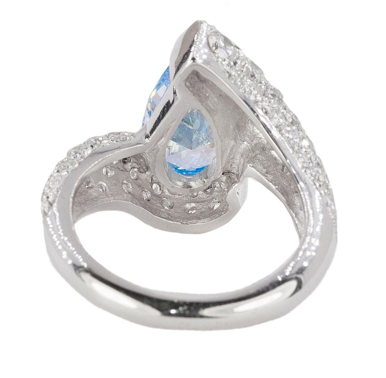 Platinum Ring with Vivid Blue Diamond In New Condition For Sale In Sarasota, FL