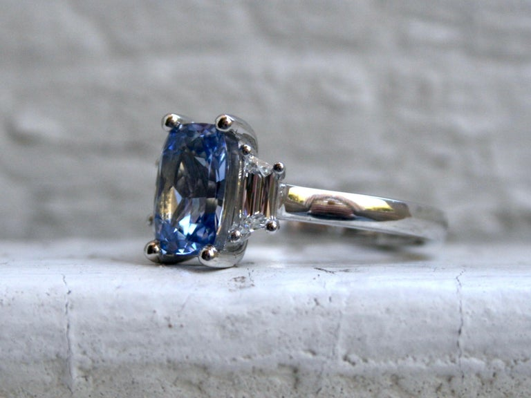 Contemporary Platinum Unheated Ceylon Sapphire Engagement Ring with Trapezoid Cut Diamonds For Sale