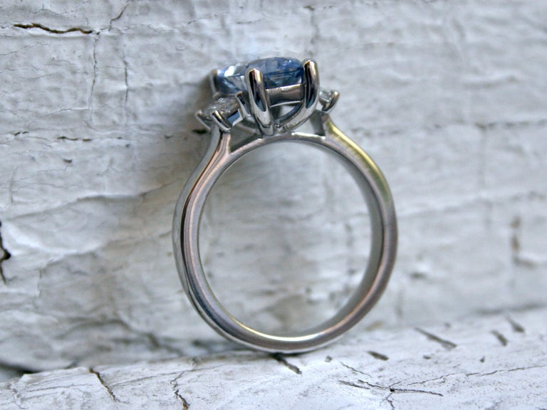 Women's or Men's Platinum Unheated Ceylon Sapphire Engagement Ring with Trapezoid Cut Diamonds For Sale