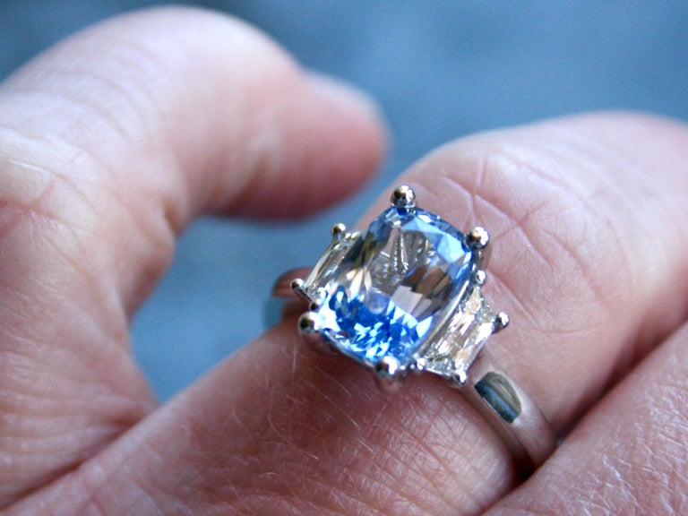 Platinum Unheated Ceylon Sapphire Engagement Ring with Trapezoid Cut Diamonds For Sale 1
