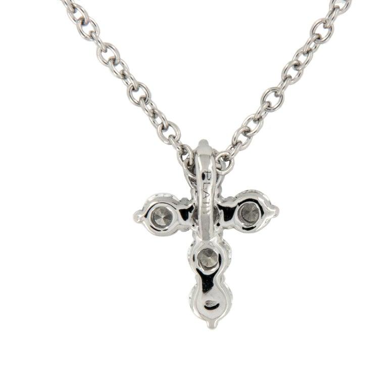 Contemporary Platinum VS Clarity, F-G Color 0.25 Carat Diamond Cross Pendant Necklace For Sale