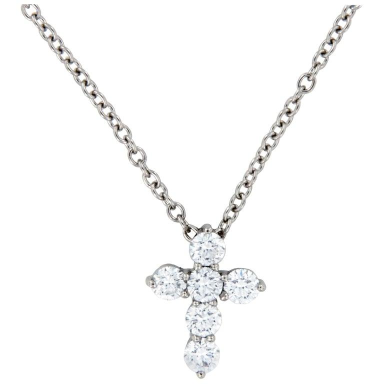 Platinum VS Clarity, F-G Color 0.25 Carat Diamond Cross Pendant Necklace For Sale