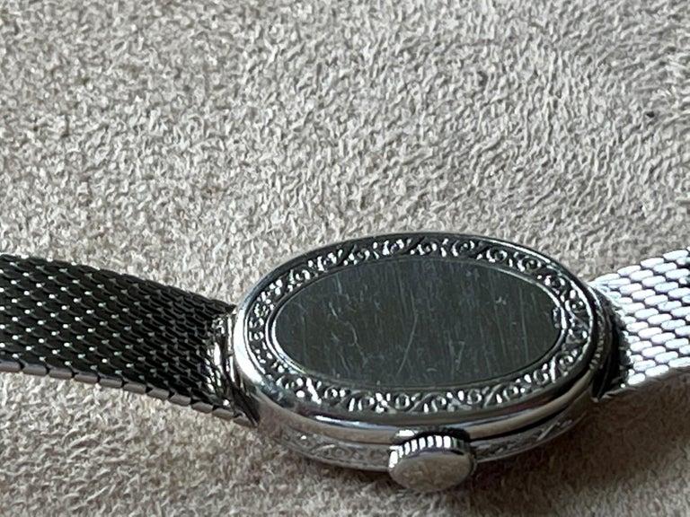 Platinum White Gold Art Deco Diamond Spphire Wrist Watch In Good Condition For Sale In Zurich, Zollstrasse