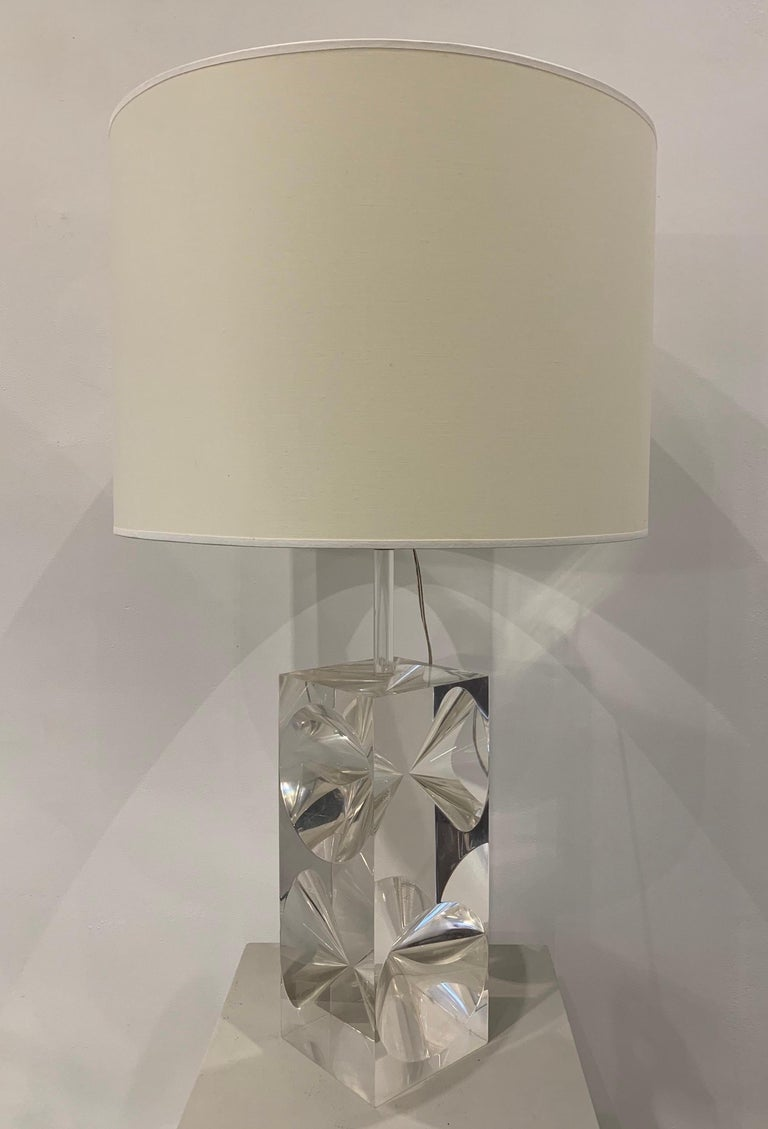 The lamp was created in the 1960s. It is made of plexiglass, seeking to achieve an elegant diabolo type optical effect. Designers like Atelier A could be behind this type of creation as they worked with plexiglass and use to create beautiful designs.
