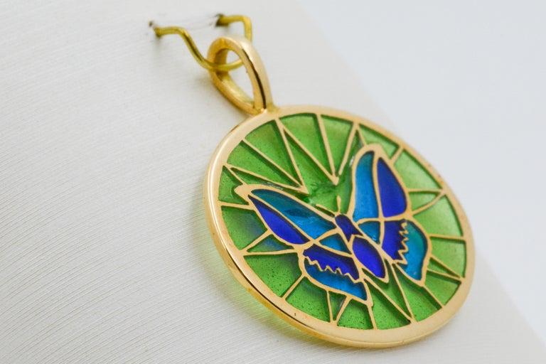 Women's or Men's Plique a Jour Butterfly Enameled Glass 18 Karat Gold Pendant For Sale