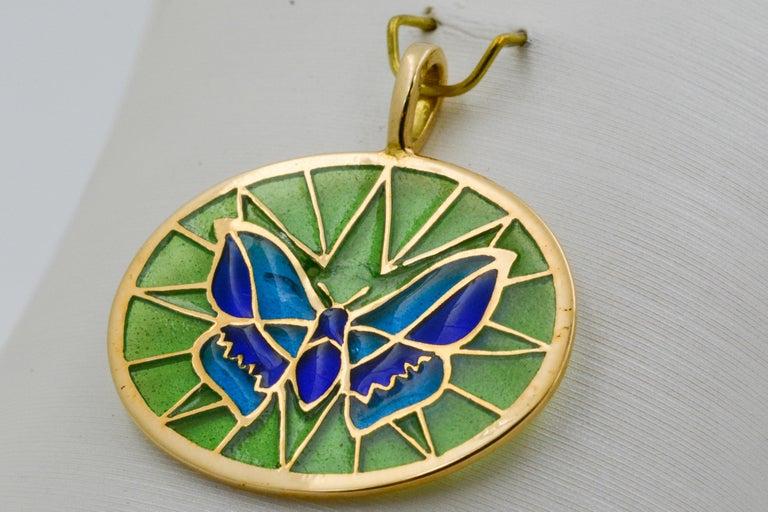 Plique a Jour Butterfly Enameled Glass 18 Karat Gold Pendant For Sale 2