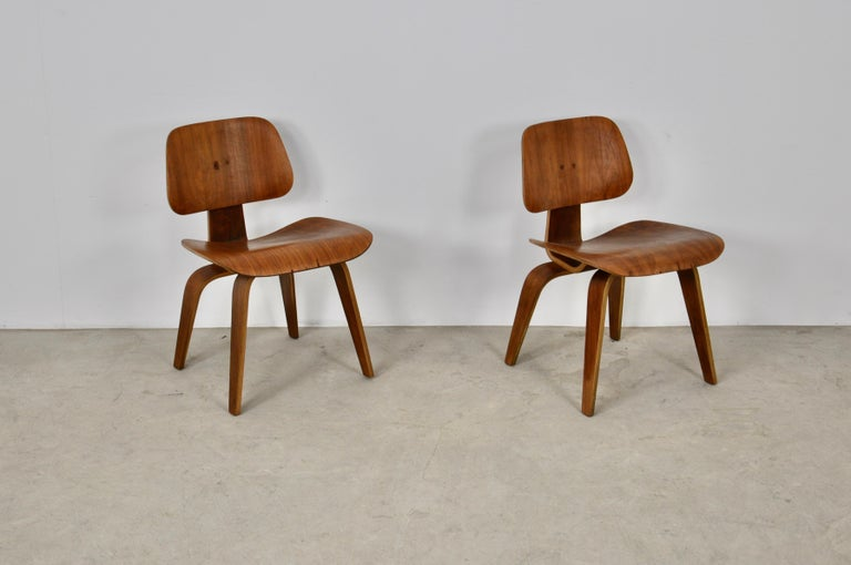 Pair of wooden armchairs. Wear marks on the screws and veneer (see photo). 1 stamped armchair.