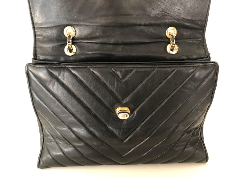 Pocketbook Fine Quilted Black Leather with Extra Long Chain Classic Chic For Sale 6