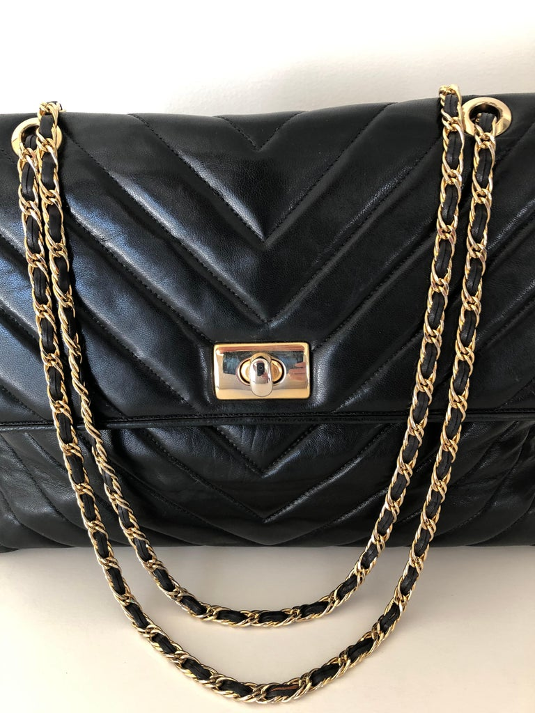 Mid-Century Modern Pocketbook Fine Quilted Black Leather with Extra Long Chain Classic Chic For Sale