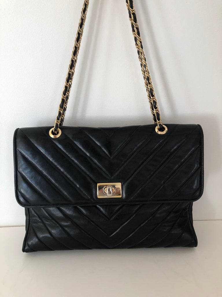 Gilt Pocketbook Fine Quilted Black Leather with Extra Long Chain Classic Chic For Sale
