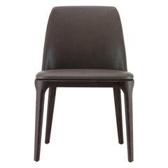 Poliform Grace Esszimmerstuhl mit Armlehnen aus Stoff oder Leder mit Massiver Holzbasis
