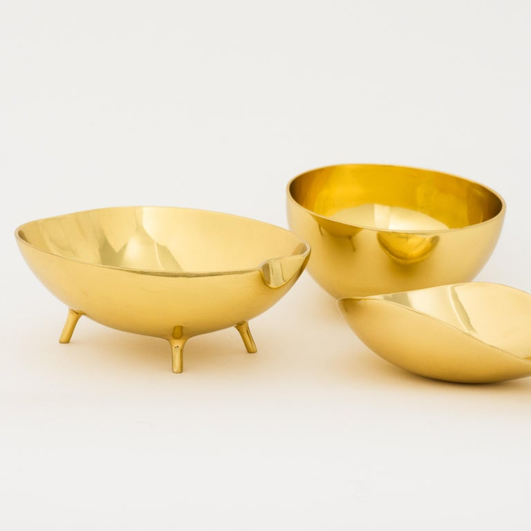 Polished Brass Bowl with Legs For Sale 3