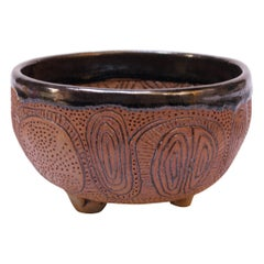 Polk Stoneware Footed Decorative Bowl / Vide Poche with Sgraffito Decoration