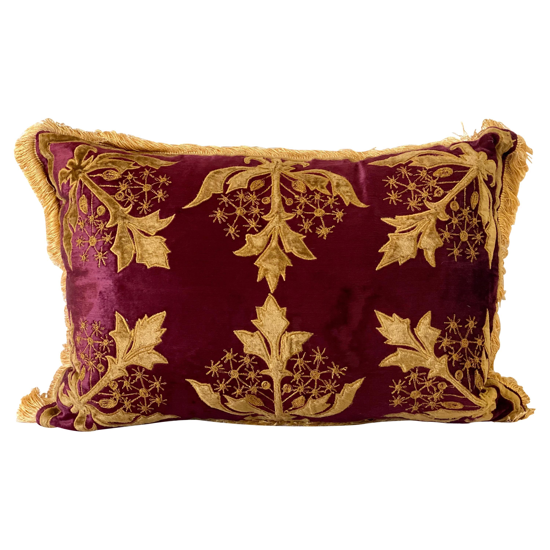 Polster Velvet Pillow with gold Velvet and Taffeta Applique