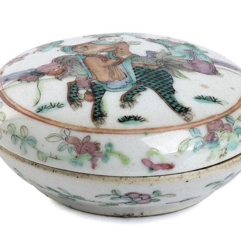 Polychrome Chinese Porcelain Box with Lid, China, Early 20th Century For Sale 1